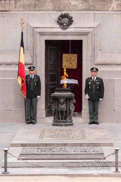 la flamme ravivée au soldat inconnu