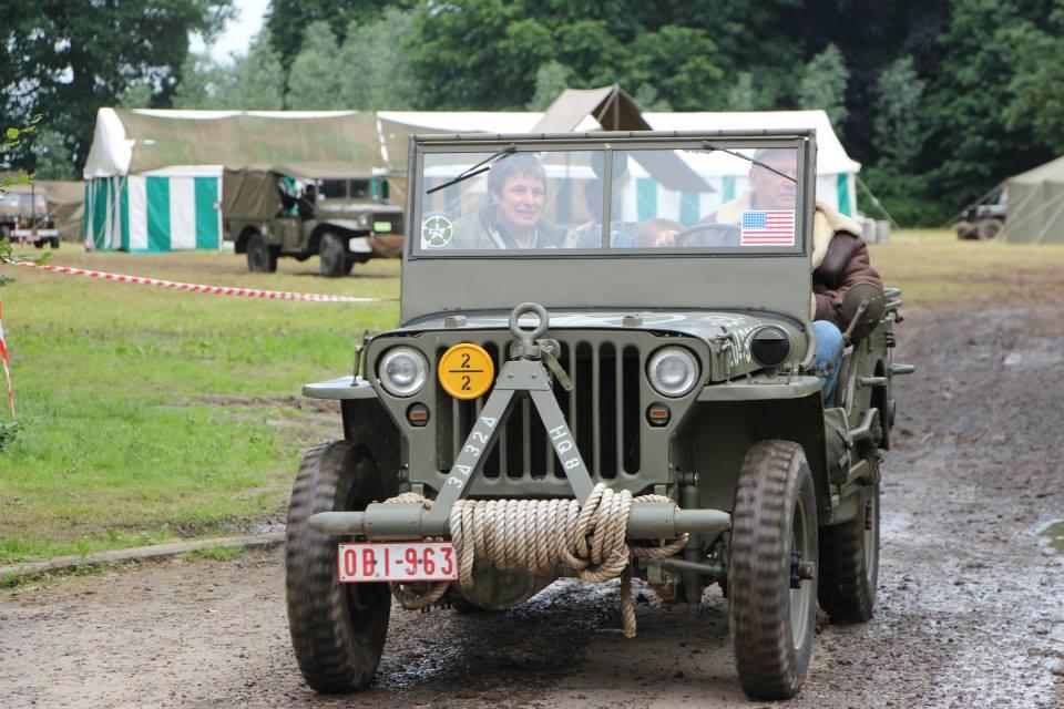 Michel au volant de sa jeep