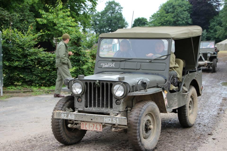 yannick au volant de sa jeep